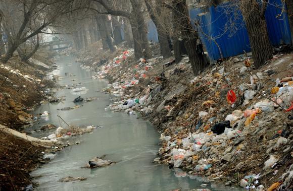 Onesnažena kitajska reka